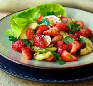 CALIFORNIA STRAWBERRY COMMISSION SALAD
