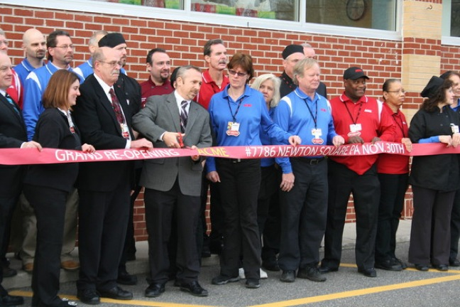 Celebrity Chef Helps Acme Celebrate Grand Re-Opening Of Pa. Store