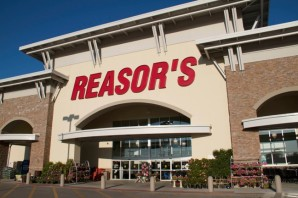 Reasor's store front