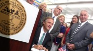 Haslam signs grocery tax legislation at Sloan's Grocery