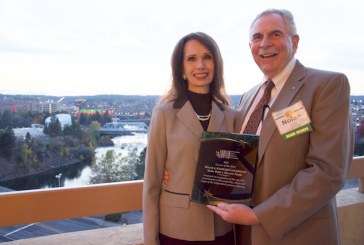 Washington State Presents Awards, Crowns Best Bagger During Annual Reception