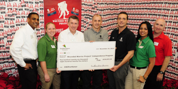 (Center holding check) Southeastern Grocers CEO and President Ian McLeod; WWP Alumnus James Rivera; WWP CEO Steve Nardizzi; and Southeastern Grocers associates. (Photo: Business Wire)