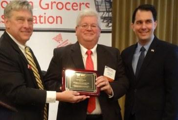 Governor Helps WGA Honor Kwik Trip VP Loehr