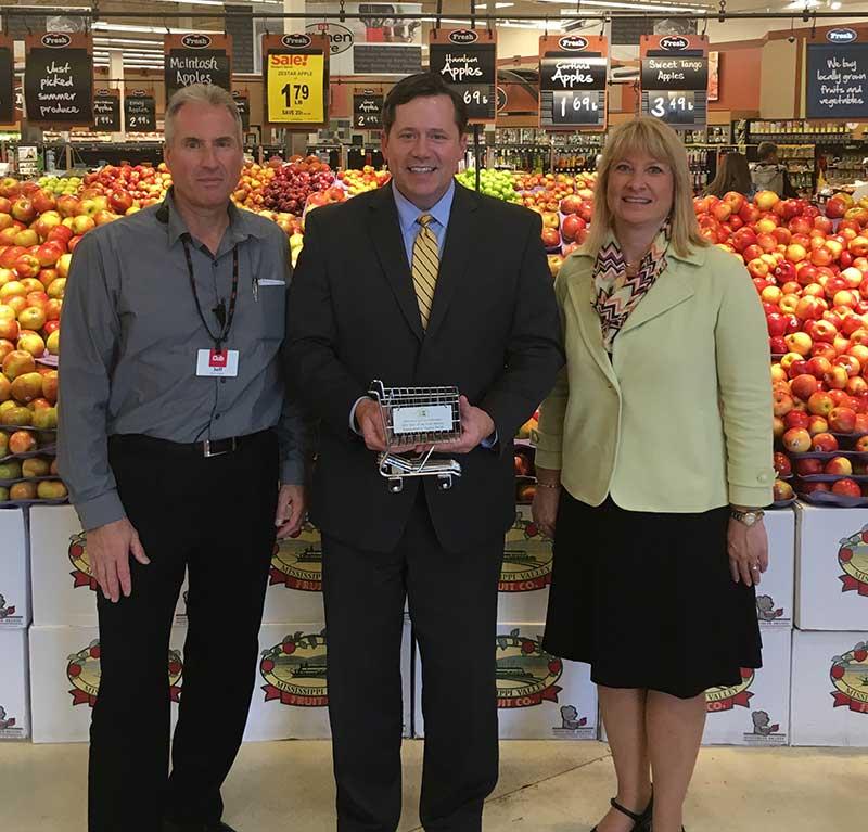 Jeff Zinter, Cub Foods; Rep. Dennis Smith (R-Maple Grove); and Jamie Pfuhl, president, Minnesota Grocers Association.