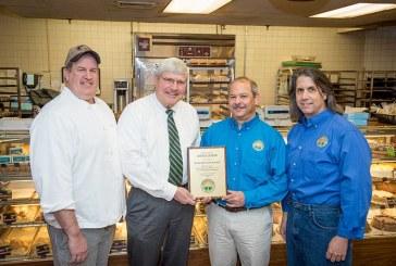 Highland Park Market Recognized For 25-Year Bakery Partnership