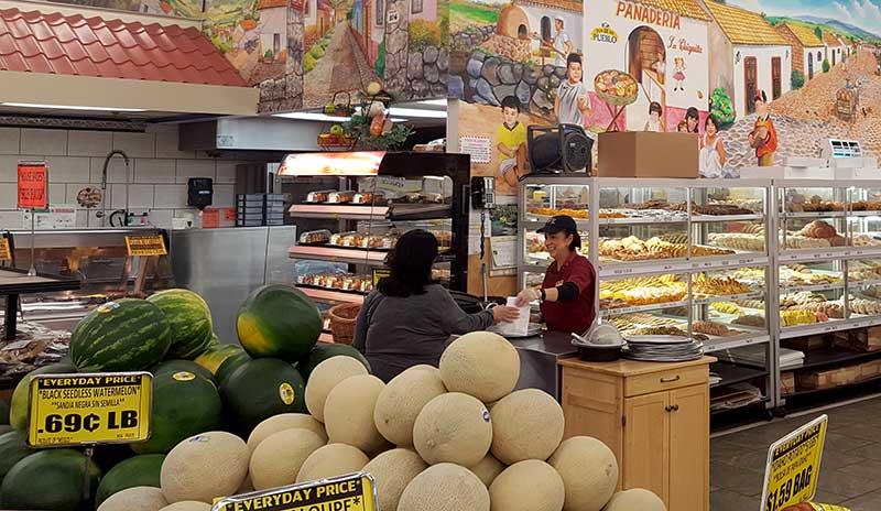Chicago s food market la chiquita joins associated for Chicago wholesale fish market