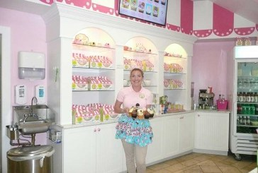 Little Miss Cupcape Flourishes With Designer Cupcakes, A Retro Look And A Passion For Baking