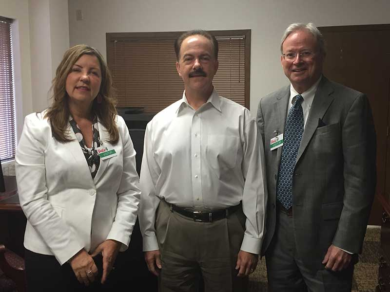 Shelby Publishing Co.'s Jan Meade and Ron Johnston visited with Fiesta Mart's former CEO, Mike Byars, last week in Texas.