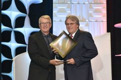 AFMA President Tim McCabe presents the Retailer of the Year award to Steve McKinney, president of Fry's Food Stores.