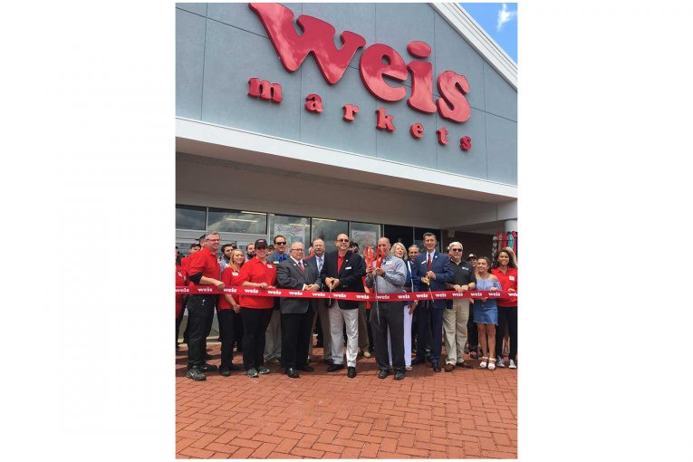 Weis Markets managers, staff members and Randolph New Jersey officials all joined together for the store's ribbon cutting.