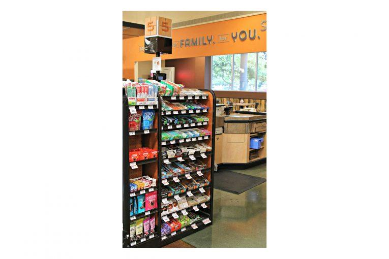 A better-for-you Raley's check stand